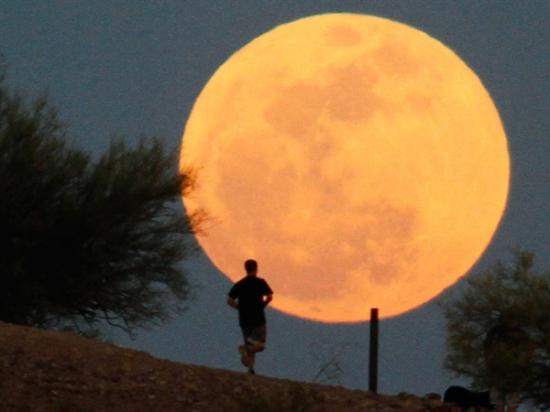 ss-120505-moon-tease.photoblog600